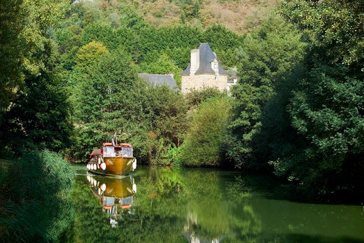 Stock Photo: 4285-12050 tour boat on napoleon canal and manor leon near dinan brittany france