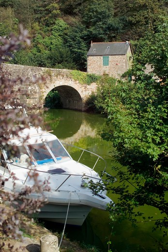 Stock Photo: 4285-12055 motorboat and ancient bridge on napoleon canal leon near dinan brittany france