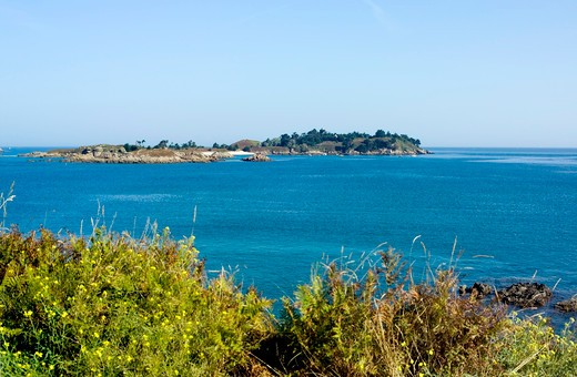 Stock Photo: 4285-12587 ebihens island seen from st-jacut-de-la-mer brittany france