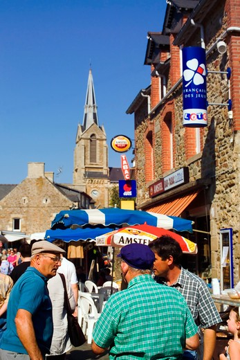 Stock Photo: 4285-12774 people at annual flea market ploubalay brittany france