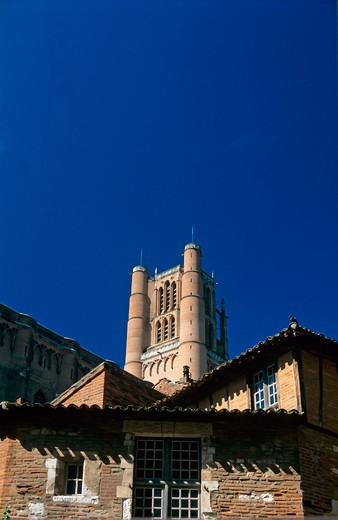 Stock Photo: 4285-13305 ancient houses and sainte-cecile cathedral's bell tower 13th century albi tarn france