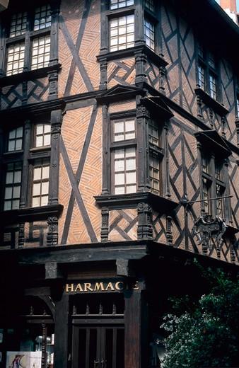 Stock Photo: 4285-13340 enjalbert half-timbered renaissance house 16th century pharmacie des penitents' penitent's pharmacy albi tarn france
