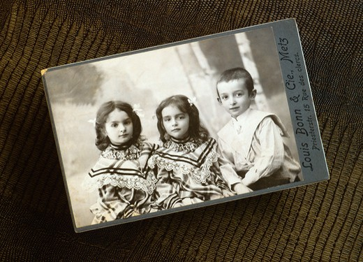 Stock Photo: 4285-13686 MR ANTIQUE PICTURE WITH 2 LITTLE GIRLS AND A BOY 1908