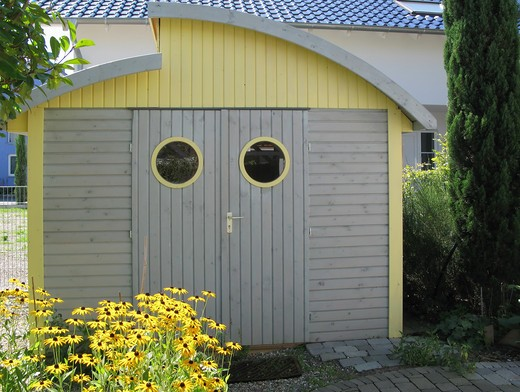 Stock Photo: 4285-14410 PR GARDEN CABIN AND YELLOW FLOWERS BADEN-WšRTTEMBERG GERMANY