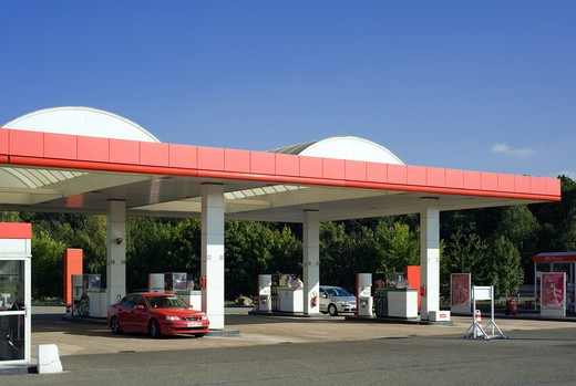 Stock Photo: 4285-14728 GAS STATION AND CARS FRANCE