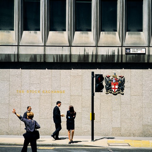 Stock Photo: 4285-15341 BUSINESS PEOPLE FORMER STOCK EXCHANGE PEDESTRIAN CROSSING OLD BROAD STREET CITY OF LONDON ENGLAND GB UK