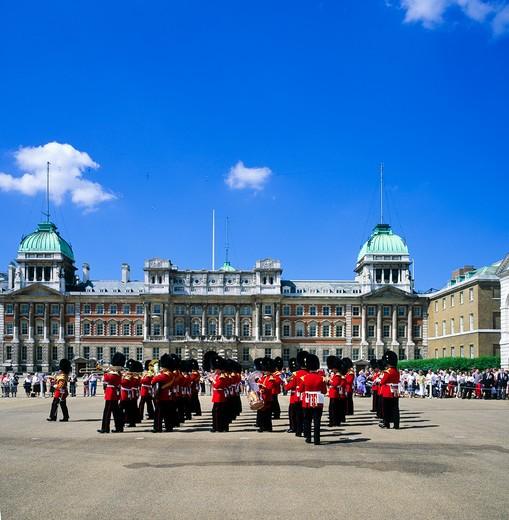 ROYAL WELSH GUARD MARCHING BAND PARADE WHITEHALL LONDON ENGLAND GB UK : Stock Photo