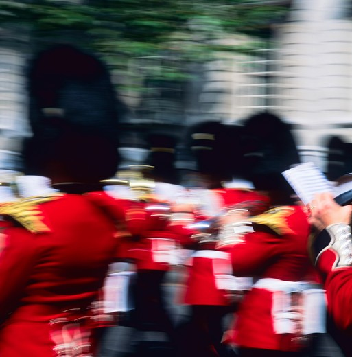 BLURRED PICTURE OF THE ROYAL WELSH GUARD MARCHING BAND LONDON ENGLAND GB UK : Stock Photo