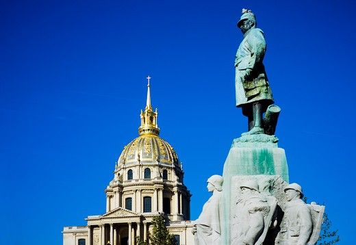Stock Photo: 4285-15488 MARECHAL FAYOLLES MARSHAL OF FRANCE MONUMENT AND EGLISE DU D?ME CHURCH OF HOTEL DES INVALIDES PARIS FRANCE