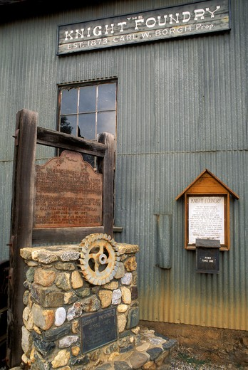 The Knight Foundry (1873) state historical landmark in Sutter Creek (only water powered foundry still working in US), Gold Country (Highway 49), California : Stock Photo