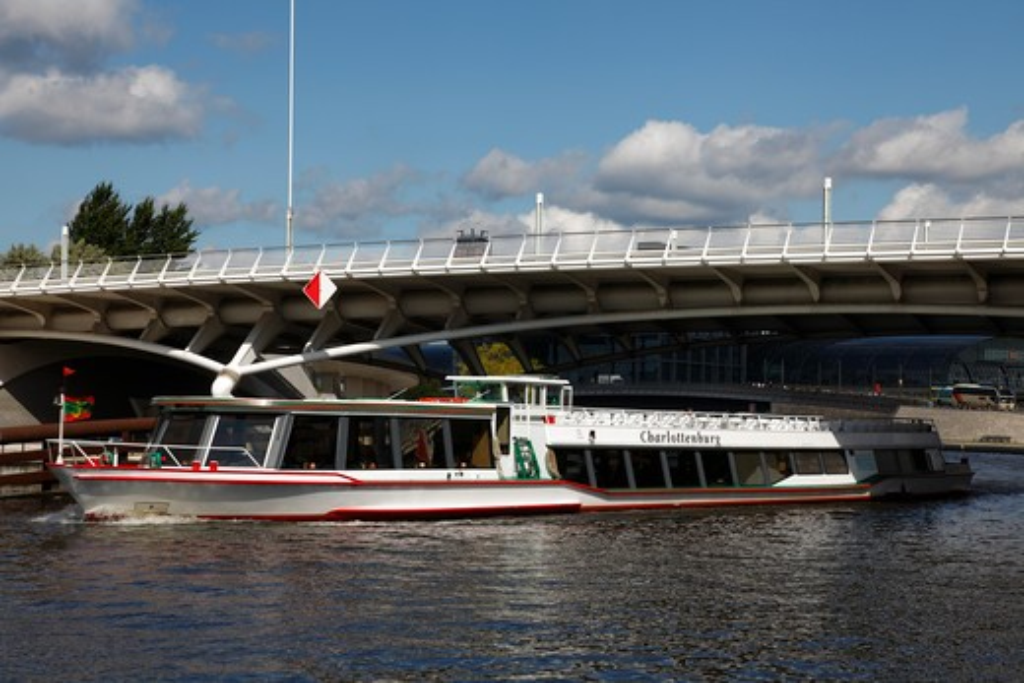 Stock Photo: 4285-18245 Germany, Berlin, Tiergarten Quarter, Kronprinzen Brucke, Bridge, Spree River, Tour Boat, River Cruise
