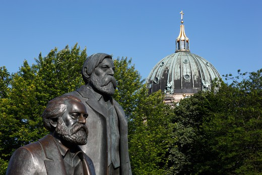 Stock Photo: 4285-18269 Germany, Berlin, Marx Engels Forum, Bronze Statues of Karl Marx and Friedrich Engels, Dome of Berlin Cathedral, Berliner Dom