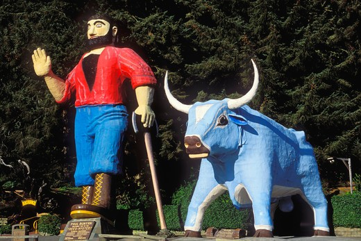 Paul Bunyan and his ox Babe statue at the Trees of Mystery roadside attraction, Klamath, California : Stock Photo