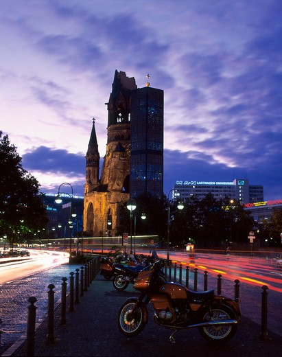 Stock Photo: 4285-19681 Germany, Berlin, Kurfurstendamn, Kaiser Wilhelm Memorial Church