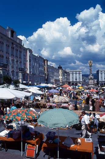Stock Photo: 4285-19785 Austria, Linz, Hauptplatz Market Square, Trinity Column