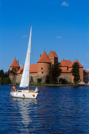 Stock Photo: 4285-22576 Island Gothic Castle, Lake Galve, Trakai, Lithuania