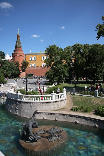 Stock Photo: 4285-23749 Russia, Moscow, Alexander Gardens, Kremlin Wall