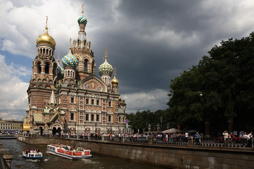 Stock Photo: 4285-23942 Russia, St Petersburg, Church of the Resurrection (Church on Spilled Blood), Griboedov Canal, Tourist Boats