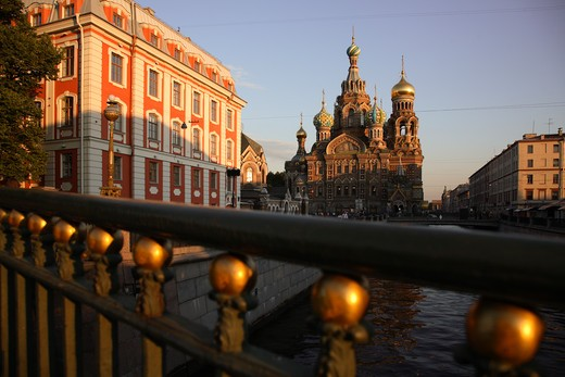 Stock Photo: 4285-23944 Russia, St Petersburg, Church of the Resurrection (Church on Spilled Blood), Griboedov Canal, Theatre Bridge