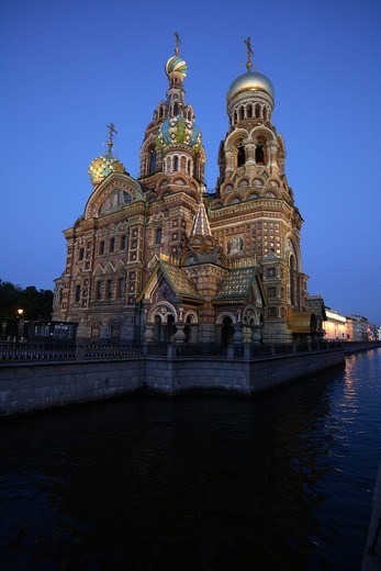 Stock Photo: 4285-23948 Russia, St Petersburg, Church of the Resurrection (Church on Spilled Blood), Griboedov Canal, Floodlit