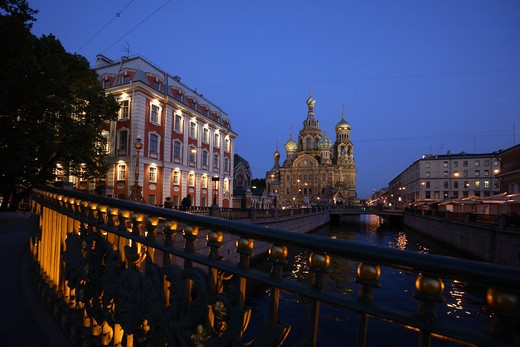 Stock Photo: 4285-23950 Russia, St Petersburg, Church of the Resurrection (Church on Spilled Blood), Griboedov Canal, Theatre Bridge, Floodlit