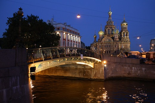 Stock Photo: 4285-23954 Russia, St Petersburg, Church of the Resurrection (Church on Spilled Blood), Little Stable Bridge (Malo-Konyushennyy most), Moyka River, Floodlit