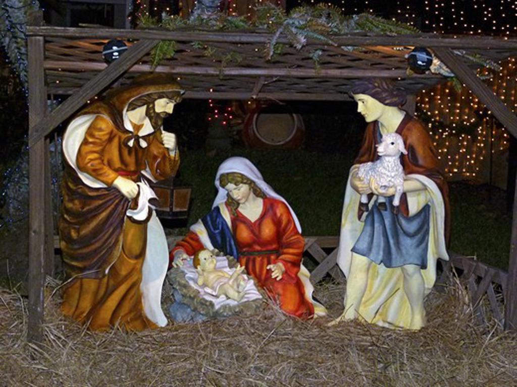 Stock Photo: 4285-3657 LIFESIZE JESUS AND FAMILY CRECHE DISPLAY