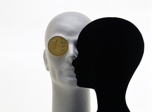 Stock Photo: 4285-5797 WHITE AND BLACK MANNEQUIN HEADS WITH GOLDEN 'EURO' GOLDEN COIN MODEL FOR EYE.