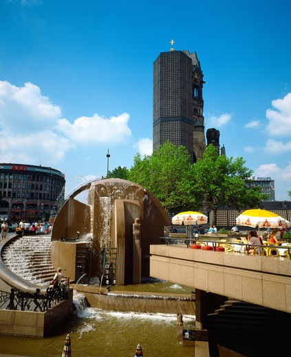Stock Photo: 4285-6356 GERMANY BERLIN WELTKUGELBRUNNEN FOUNTAIN AND KAISER-WILHELM-GEDŽCHTSNISKIRCHE EMPEROR WILLIAM MEMORIAL CHURCH