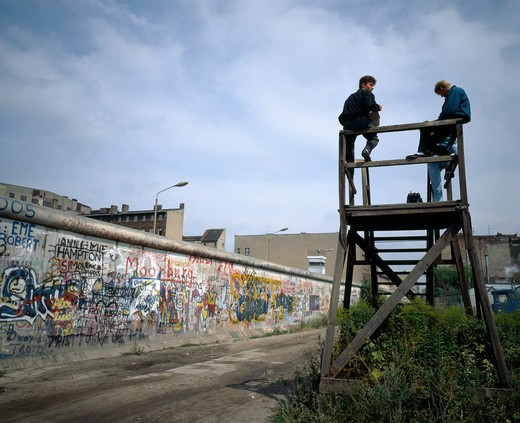 Stock Photo: 4285-6421 1986 GERMANY BERLIN WALL WITH GRAFFITI AND  PEOPLE ON OBSERVATION POST AT ZIMMERSTRASSE STREET