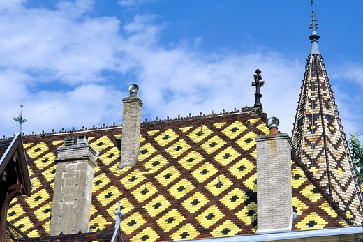 FRANCE BOURGOGNE ALOXE-CORTON POLYCHROMATIC GLAZED TILES ROOFING OF CORTON-ANDRE CASTLE : Stock Photo