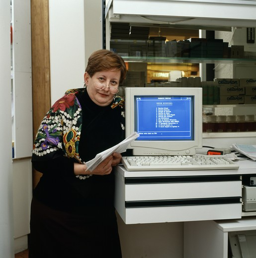 Stock Photo: 4285-7148 PHARMACY ACCOUNTANT AND COMPUTER