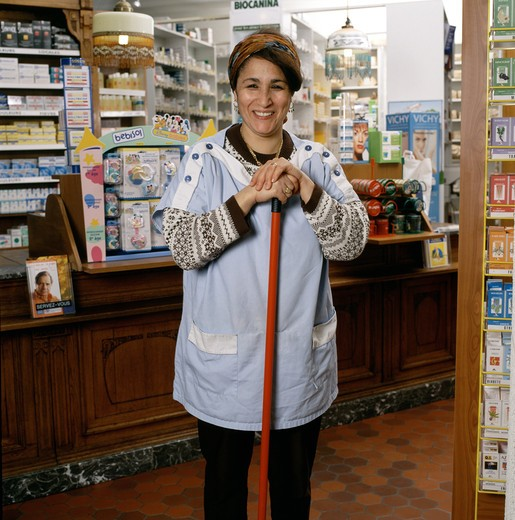 PHARMACY MAINTENANCE MOROCCAN WOMAN : Stock Photo