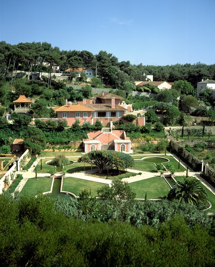 Stock Photo: 4285-7574 PORTUGAL ESTREMADURA  PINK QUINTA HOUSE AND GARDENS