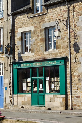 Stock Photo: 4285-8336 FRANCE BRITTANY BECHEREL VILLAGE CITE DU LIVRE BOOK CITY GREEN BOOKSTORE