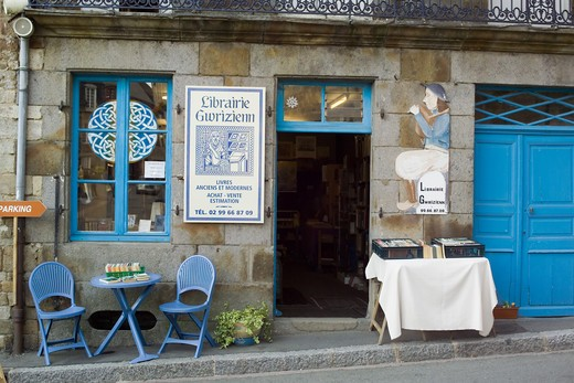 FRANCE BRITTANY BECHEREL VILLAGE CITE DU LIVRE BOOK CITY BLUE BOOKSTORE : Stock Photo