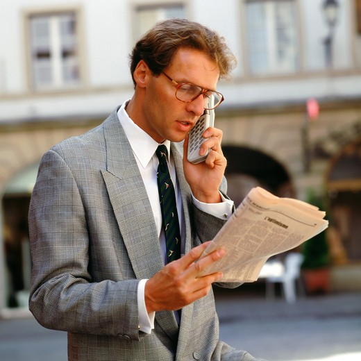 Stock Photo: 4285-8737 BUSINESSMAN  WITH CELLULAR TELEPHONE ON STREET