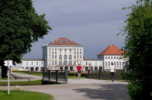 Stock Photo: 4285-9057 JOGGERS AND NYMPHENBURG CASTLE MUNICH BAVARIA GERMANY