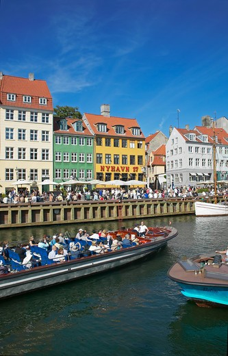 Stock Photo: 4285-9225 TOURIST TOUR BOAT ANCIENT HOUSES AND WATERFRONT CAFE TERRACES NYHAVN NEW HARBOUR COPENHAGEN DENMARK