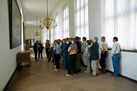 GROUP OF TOURISTS VISITING KRONBORG SLOT CASTLE ELSINORE DENMARK : Stock Photo