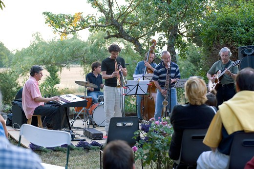 Stock Photo: 4285-9515 EVENING JAZZ CONCERT AT THE FARM PROVENCE FRANCE