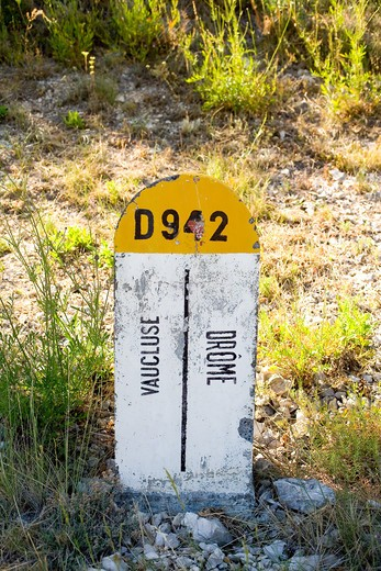 Stock Photo: 4285-9605 ROADSIDE BOUNDARY STONE FOR DROME AND VAUCLUSE DEPARTMENTS PROVENCE FRANCE