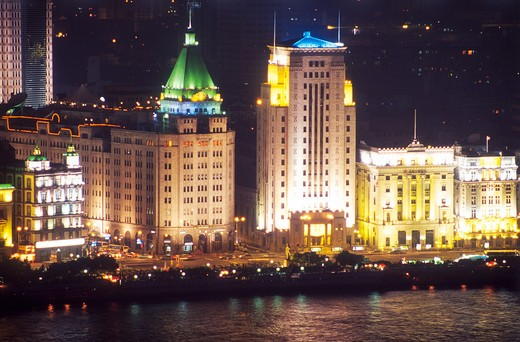 Stock Photo: 4285R-24920 China, Shanghai, Whampoa River, The Bund, Peace Hotel