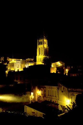 Saint Emilion, Aquitaine, Europe, Bordeaux Wine Region, Gironde, France, The medieval village of St. Emilion and Eglise Monolithe illuminated at night. : Stock Photo