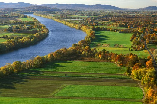 Stock Photo: 4286-19725 scenic countryside, South Deerfield, MA, Massachusetts, The Connecticut River Valley, Aerial view of the scenic Pioneer Valley along the Connecticut River from Mt. Sugarloaf in South Deerfield in the autumn.