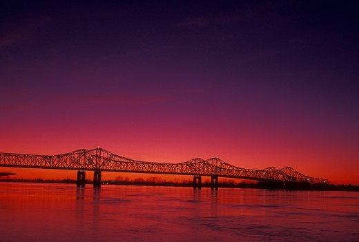 Mississippi River, bridge, Natchez, MS, Mississippi, Scenic view of a bridge spanning the Mississippi River at sunset in Natchez.  : Stock Photo