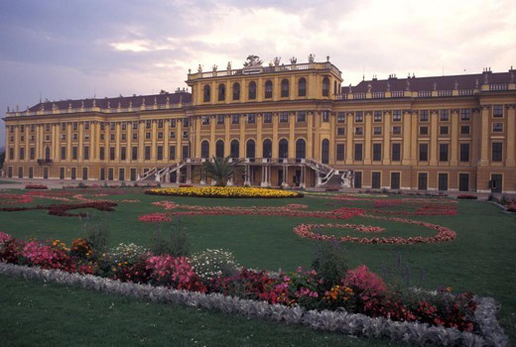 castle, Austria, Vienna, Wien, Schloss Schonbrunn, a 1440-room summer palace : Stock Photo