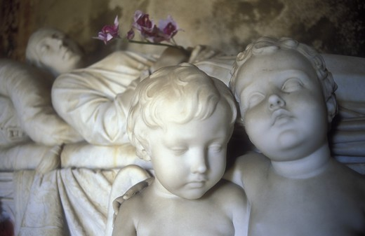 Italy, Fiesole, statues in cemetery : Stock Photo