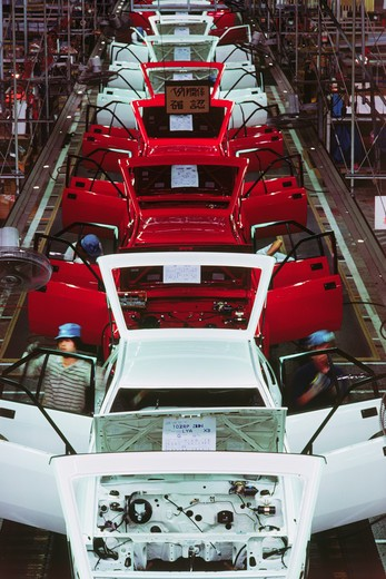 Stock Photo: 4286-28052 Automobile assembly and trim line at Nissan factory in Japan
