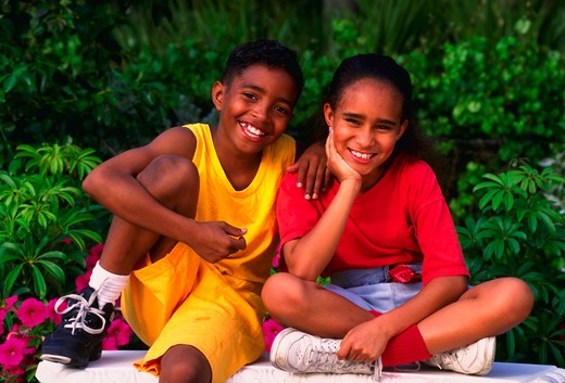 Stock Photo: 4286-31006 Brother and sister, MR